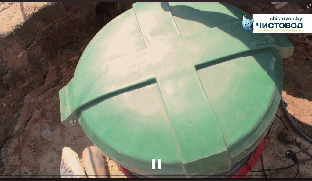 Крышка канализации перед обсыпкой