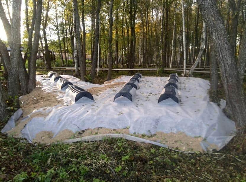 Накопительные ёмкости для канализации «Чистовод» - Фото установки и монтажа - Монтаж инфильтраторов (дренажных тоннелей)