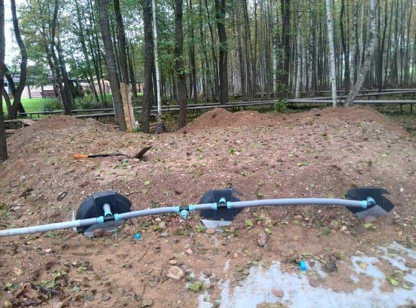 Накопительные ёмкости для канализации «Чистовод» - Фото установки и монтажа - Соединение инфильтраторов напорной магистралью