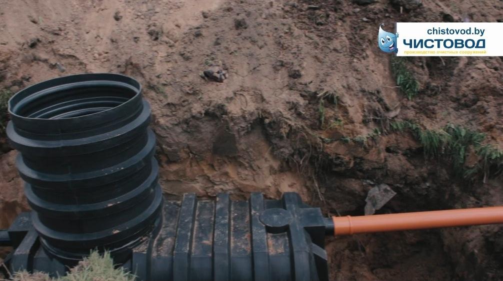 Трубы наружной канализации соединяем с септиком