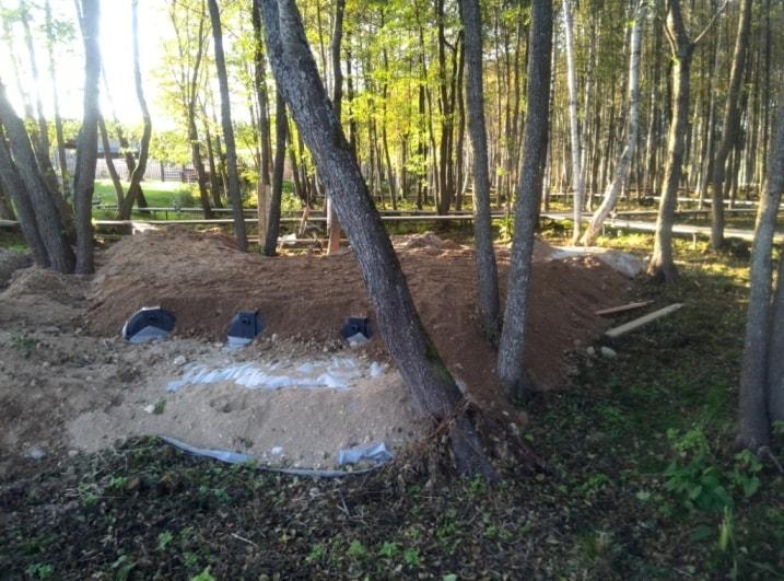 Засыпка поля фильтрации установленной автономной канализации