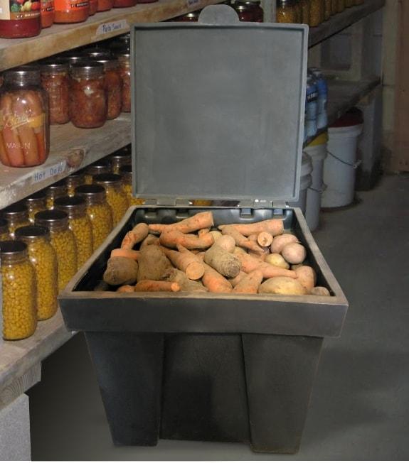 Пластиковые ящики контейнеры используются в быту для хранения овощей и корнеплодов
