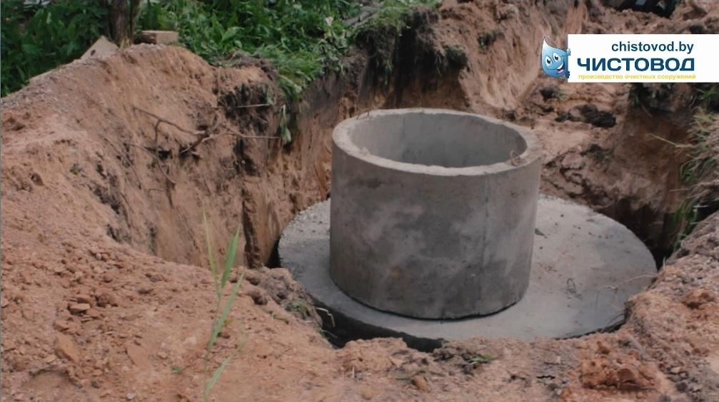 Делаем дренаж очищенных стоков колодцем из бетонных колец