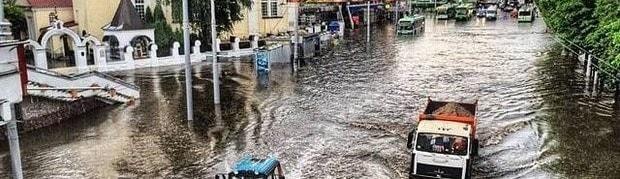 Когда ливневая канализация в Минске не справляется – ул. Немига в Минске выглядит вот так