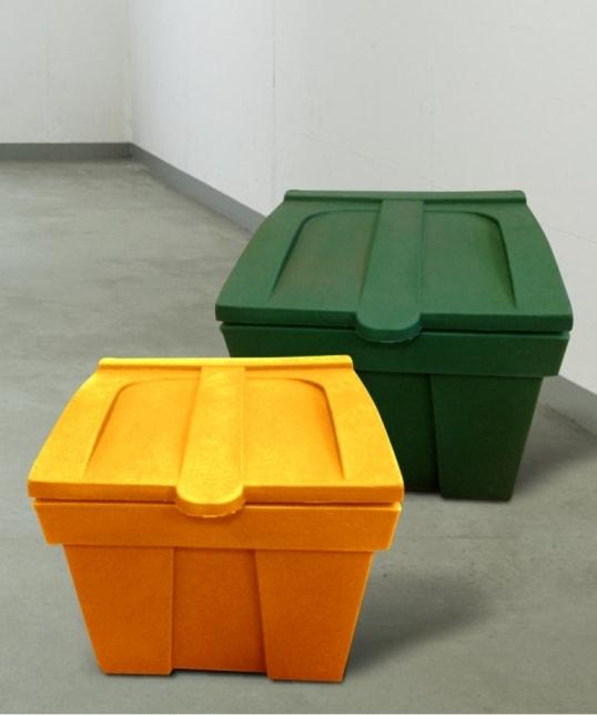 Пластиковые ящики для песка, соли и песчано-солевой смеси отправляются с завода коммунальщикам города Минска в Советский район